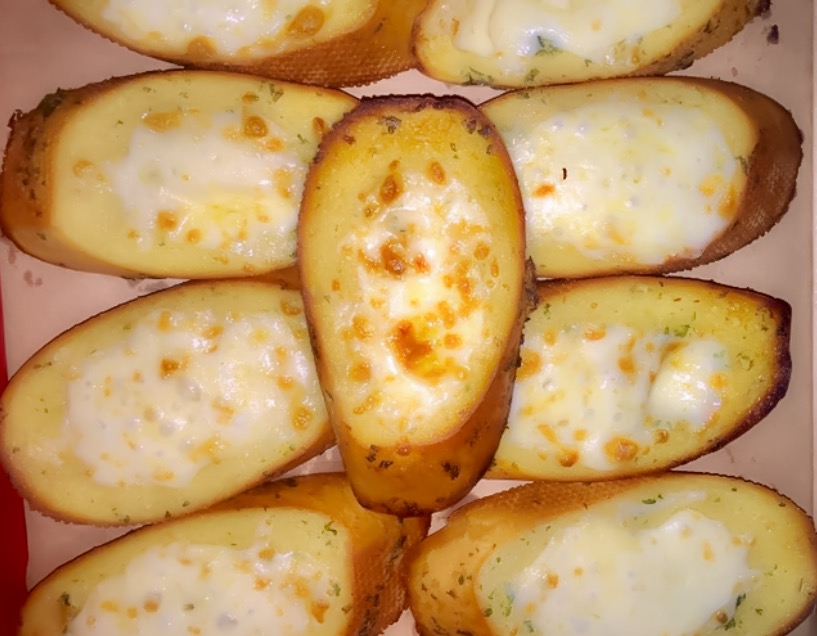 Garlic Bread with cheese (10 Slices)